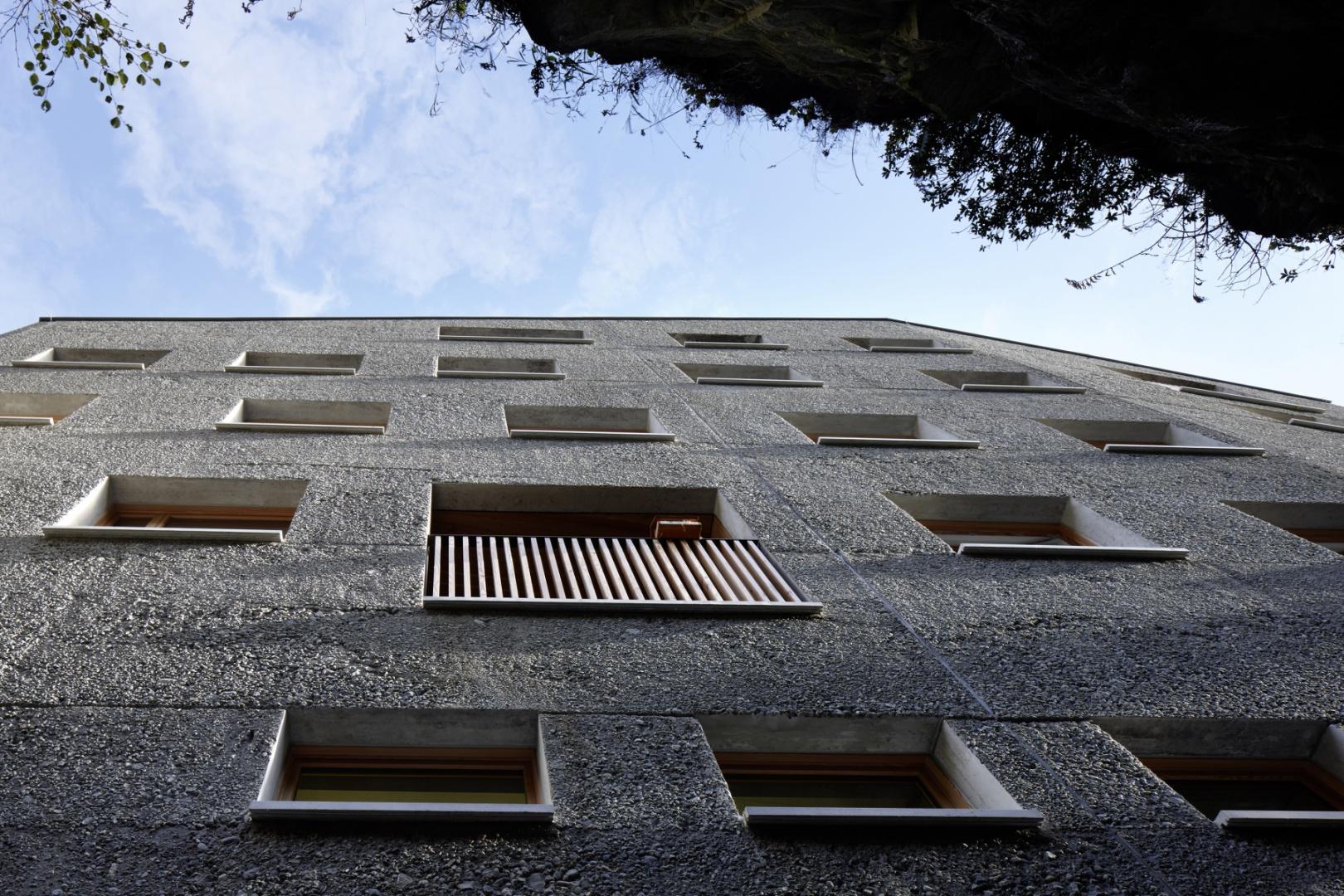 Fassade zum Felsenhang © Ralph Feiner, Malans
