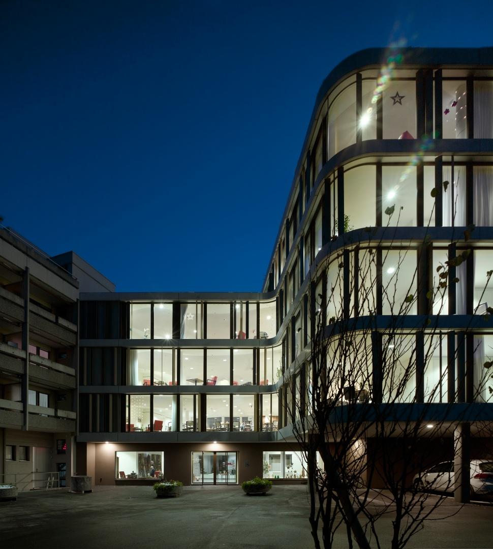 Haupteingang bei Nacht © Ruedi Walti, Basel