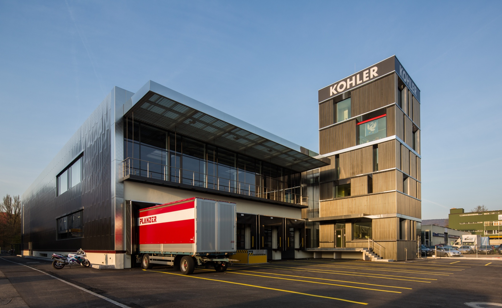 Büroturm und Anlieferung © Giorgia Müller