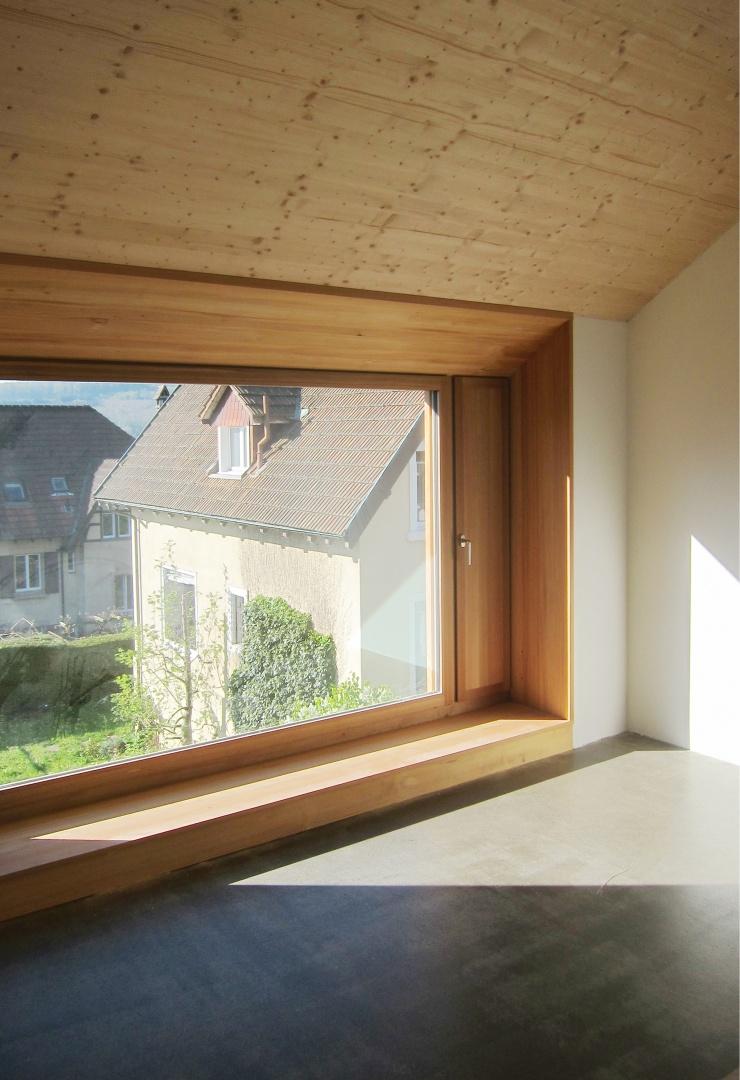 Das Dachzimmer mit Ausblick © Blättler Heinzer Architektur