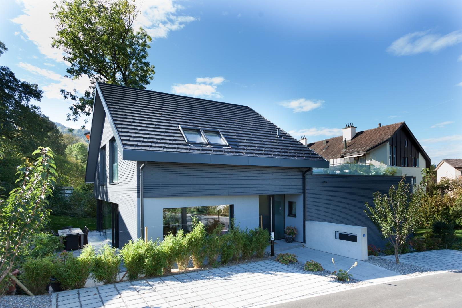 Haupteingang © von Mann Architektur GmbH, Sonnenhofstrasse 2, 8132 Egg
