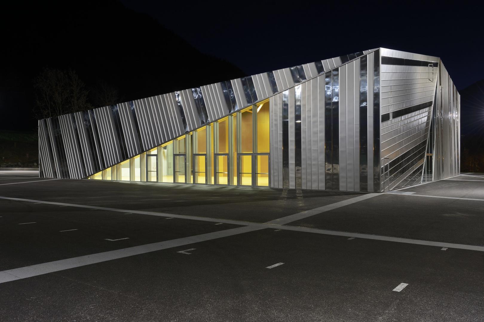Vue Extérieur - Nuit - 2 © Pierre Boss, Rue de l'industrie 1  1020 Renens VD (Libre de droits)