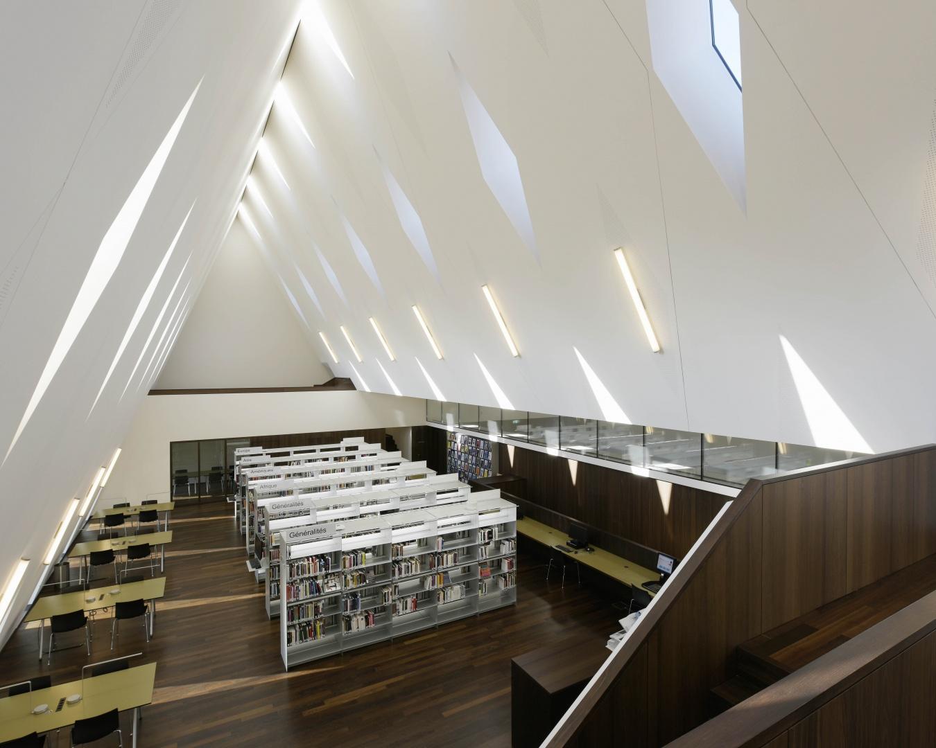 Bibliothek © Leo Fabrizio, Lausanne