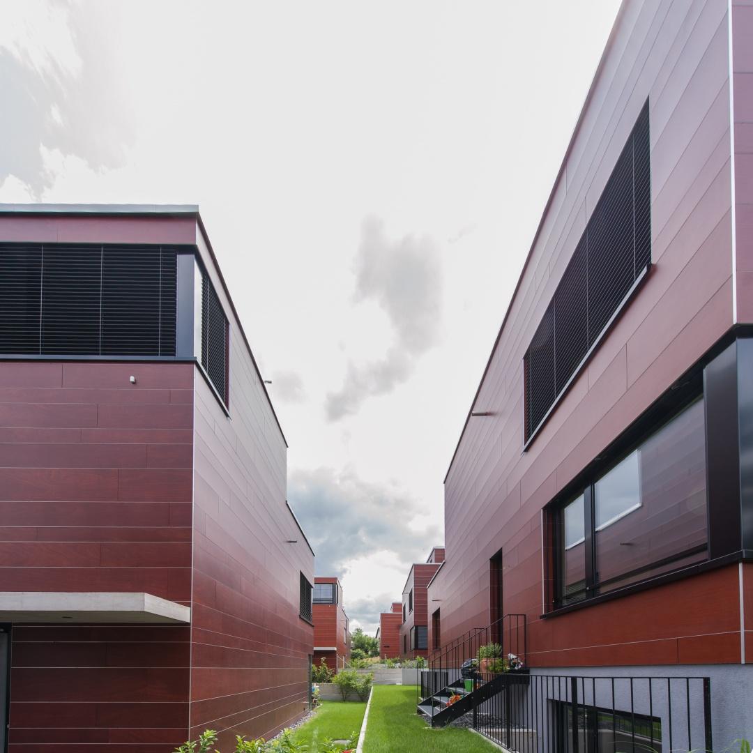 Einfamilienhaus Mit Fertigteilgarage Und Geräteschuppen In: Neubau 1 Einfamilienhaus Und 6 Zweifamilienhäuser Mit AEH