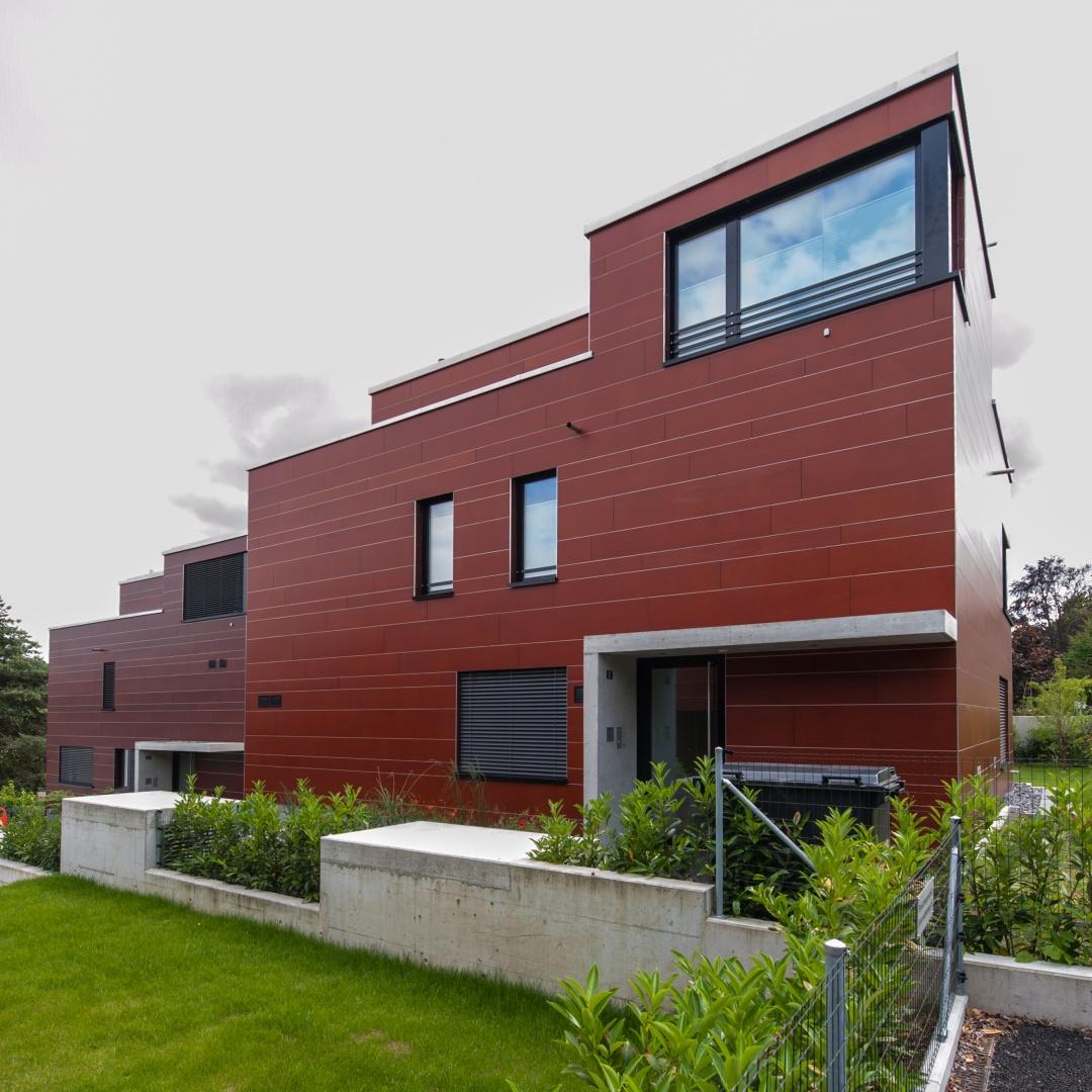 Neubau 1 einfamilienhaus und 6 zweifamilienh user mit aeh for Pramierte einfamilienhauser