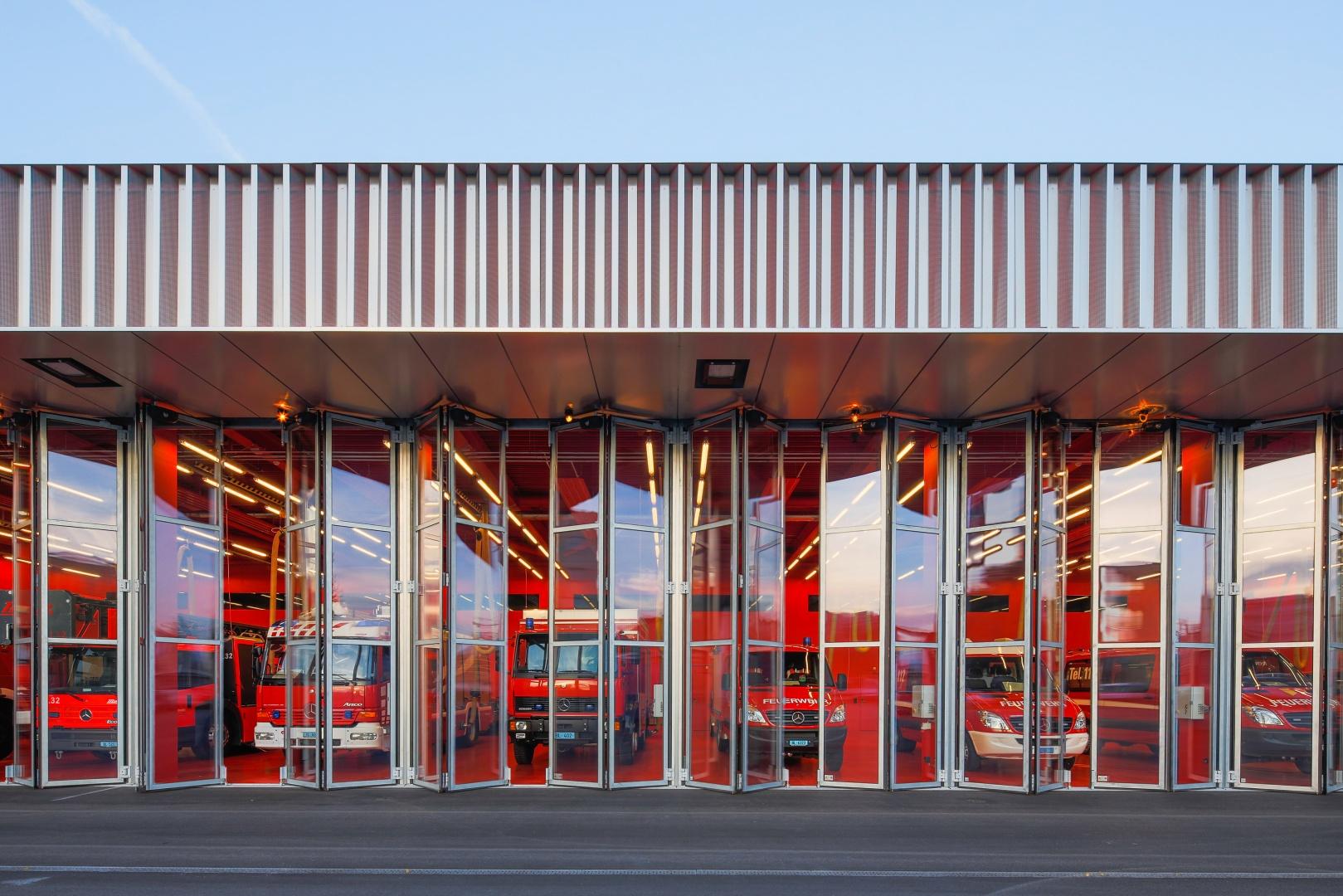 Tore Fahrzeughalle © Radek Brunecky