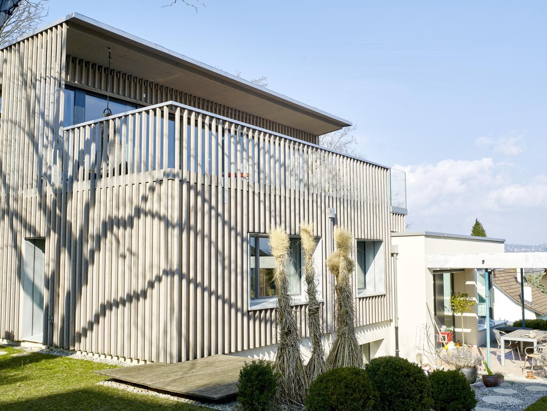 einfamilienhaus mit atelier schweizer baudokumentation. Black Bedroom Furniture Sets. Home Design Ideas