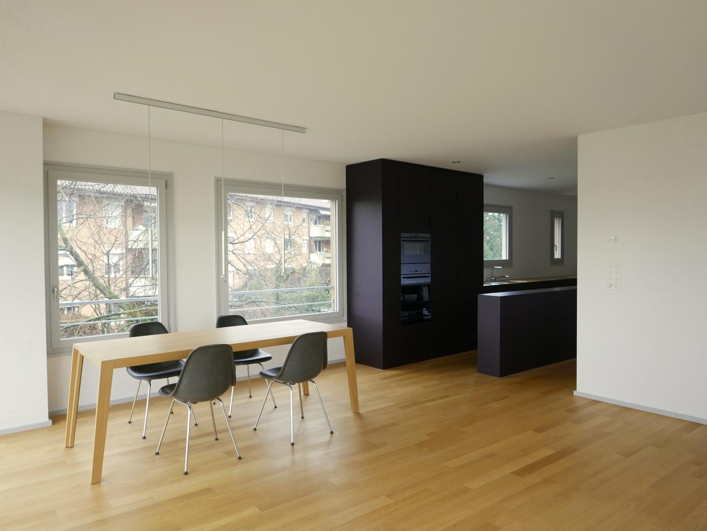 Wohnzimmer & Küche © Grieder Jaquet Jeltsch Architekten, Dornacherstr. 101, ch-4053 Basel