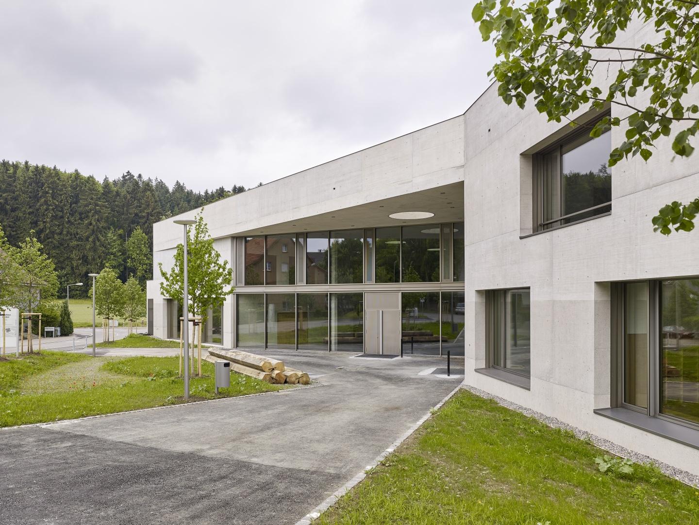 Schulhaus Zinzikon, Haupteingang  © Roland Bernath, Zürich