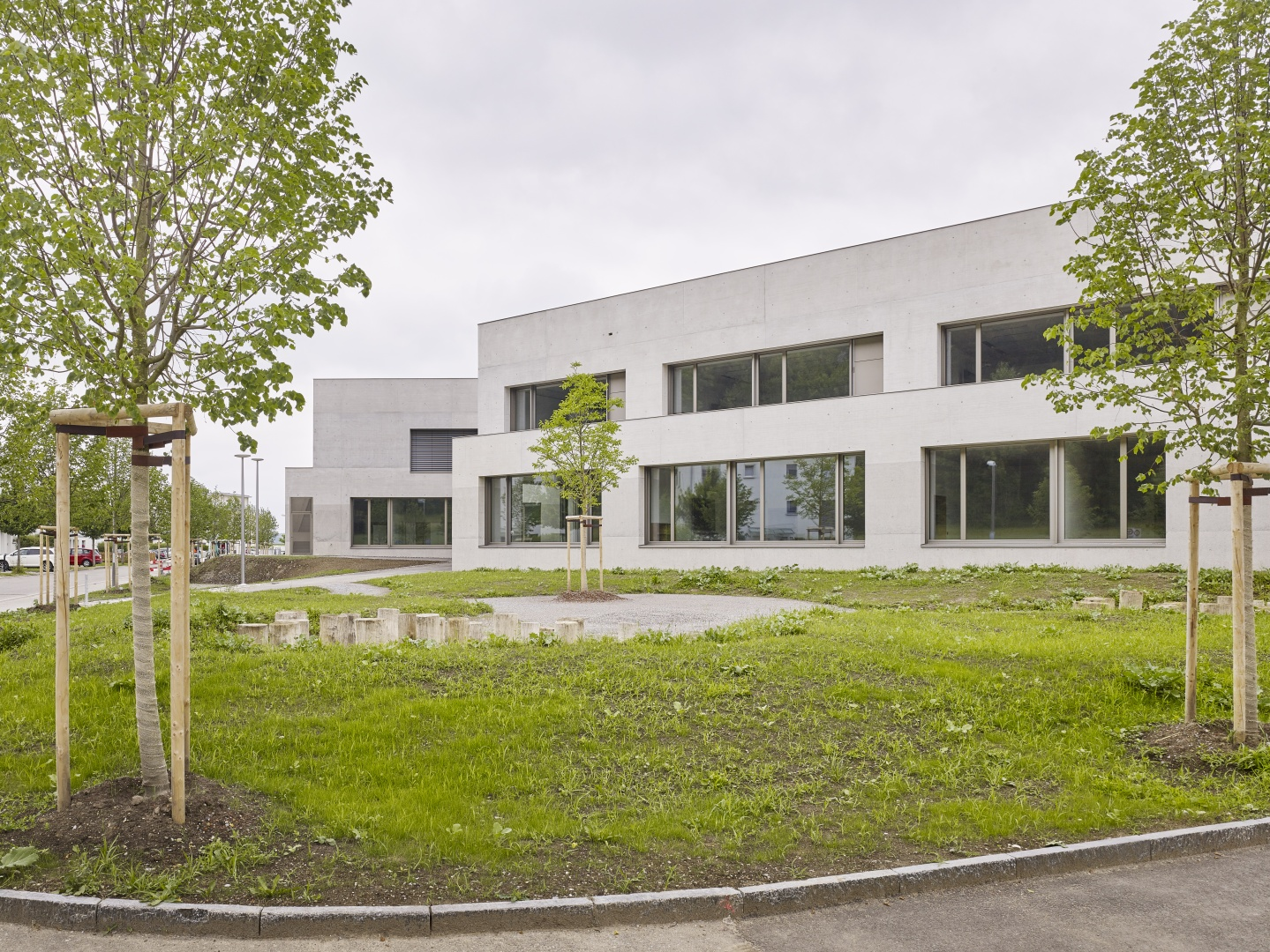 Schulhaus Zinzikon, Schulhaustrakt © Roland Bernath, Zürich