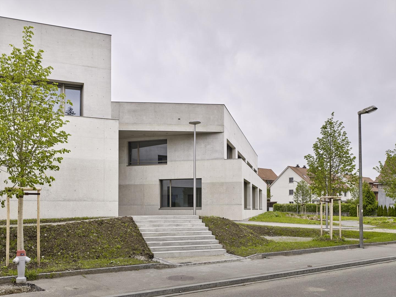 Schulhaus Zinzikon, Nebeneingang  © Roland Bernath, Zürich