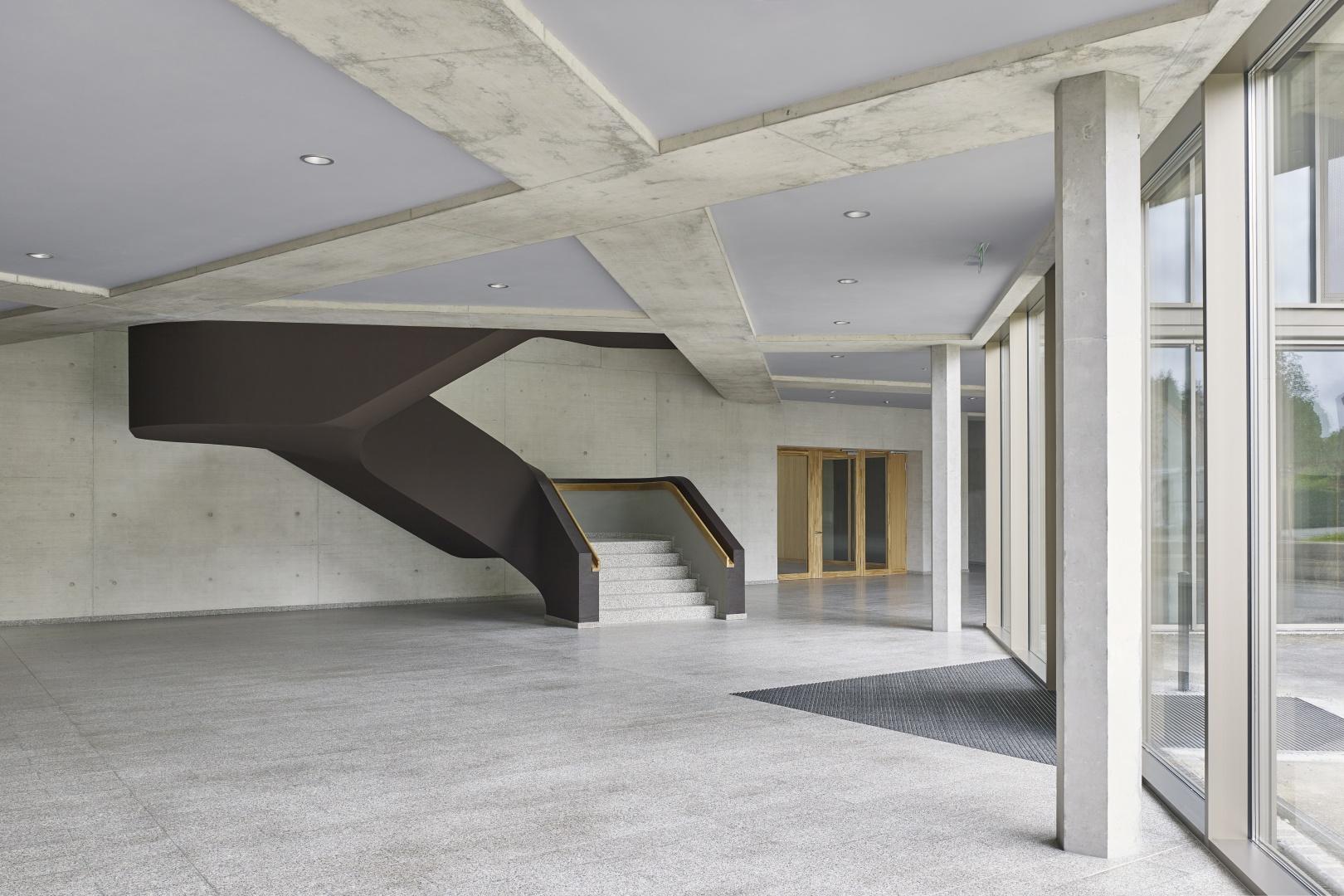 Schulhaus Zinzikon, Eingangshalle  © Roland Bernath, Zürich