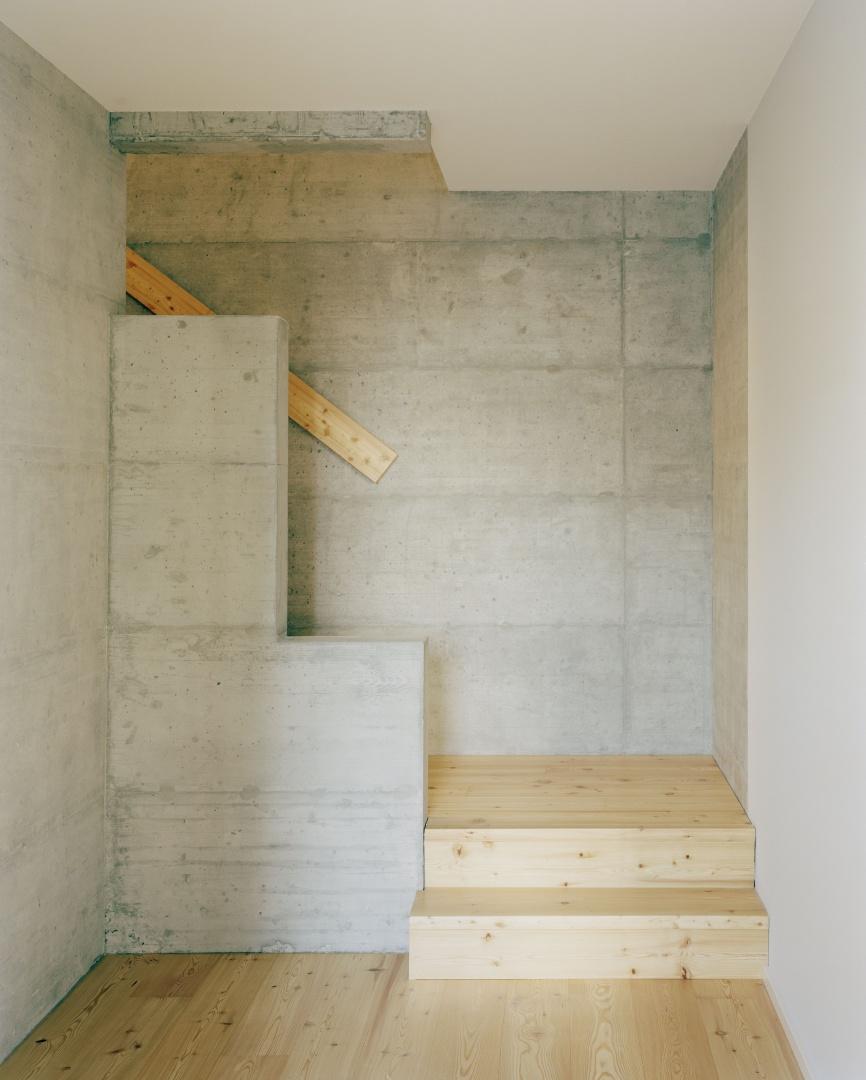 5e étage maisonette: hall avec escalier © Joël Tettamanti