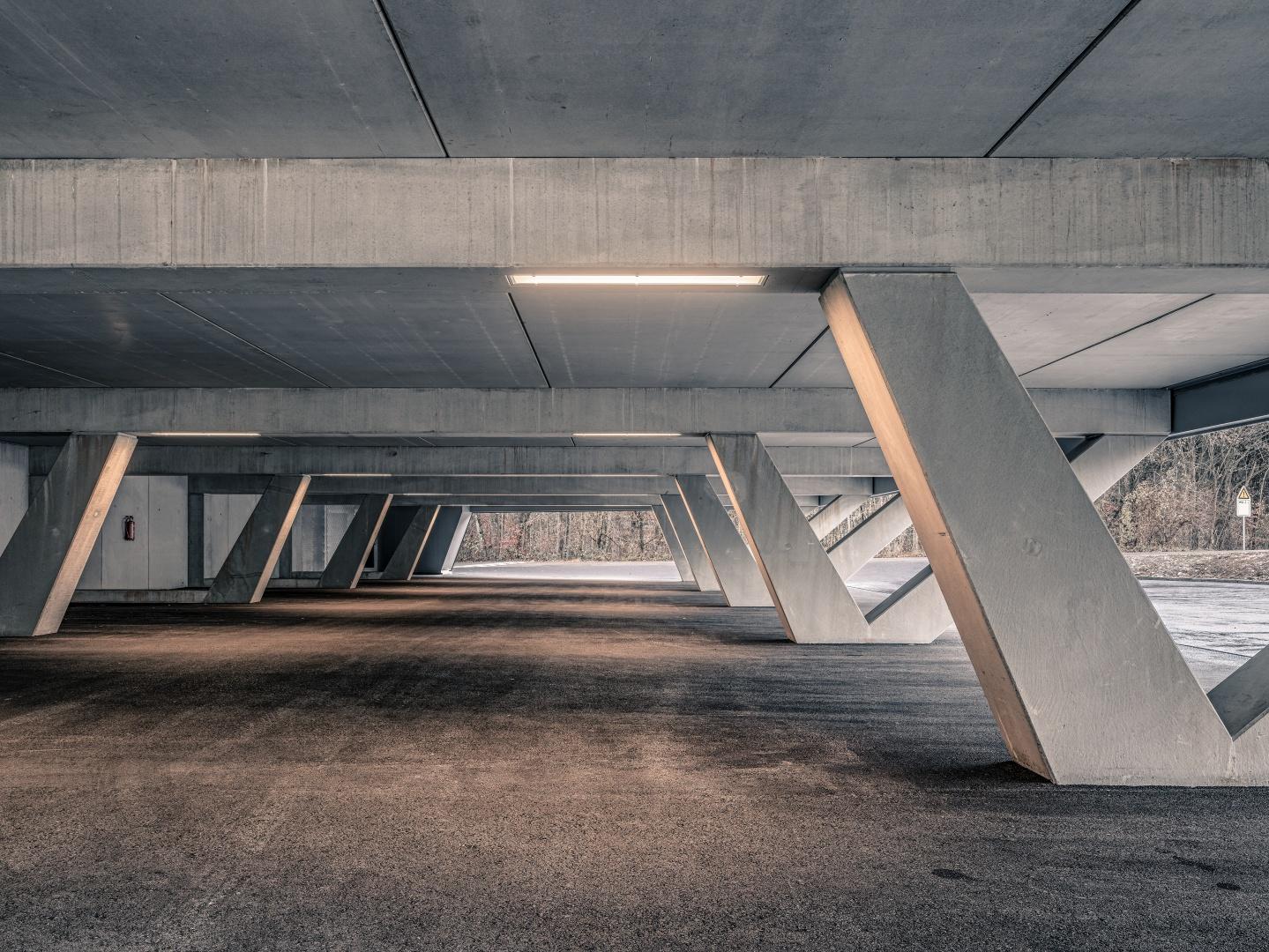 Parkfeld unter der Halle © Roger Frei, Zürich
