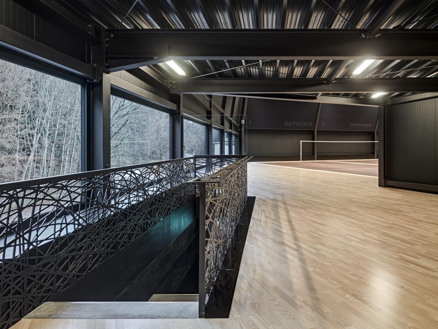 Zwischenbau Bestand und Halle mit Treppenabgang © Roger Frei, Zürich