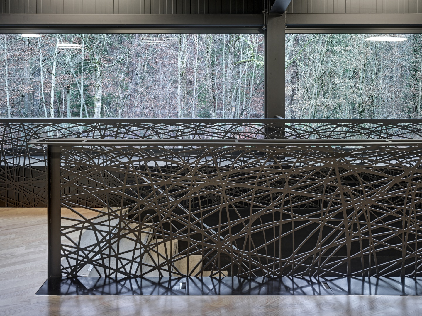 Treppenabgang mit Brüstung, inspiriert aus typischen Badminton-Schlagkurven © Roger Frei, Zürich