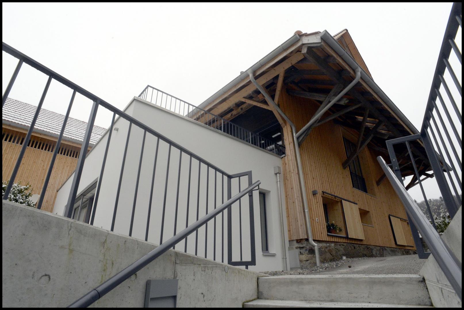 Openairaufgang zur Ostseite der Scheune © ARCHmark HOFSTETTER, Glarus