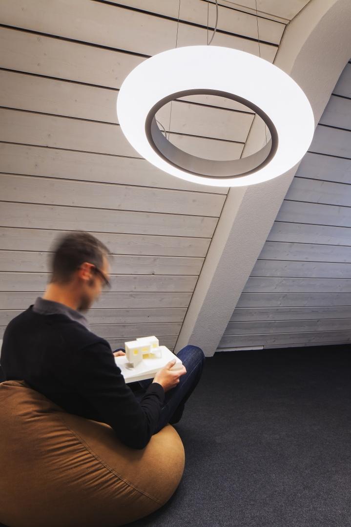 Rückzugsbereich auf der Galerie © Architektur Ateler Ducret | Fotograf Jürg Knuchel