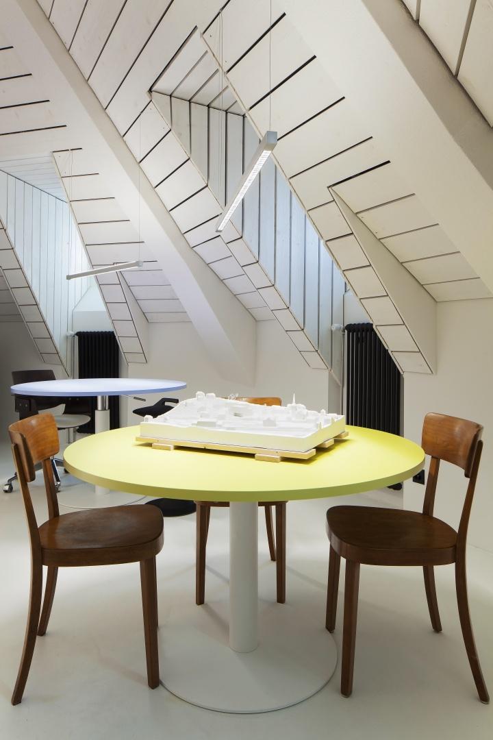 Besprechungs- und Arbeitsbereich © Architektur Ateler Ducret | Fotograf Jürg Knuchel