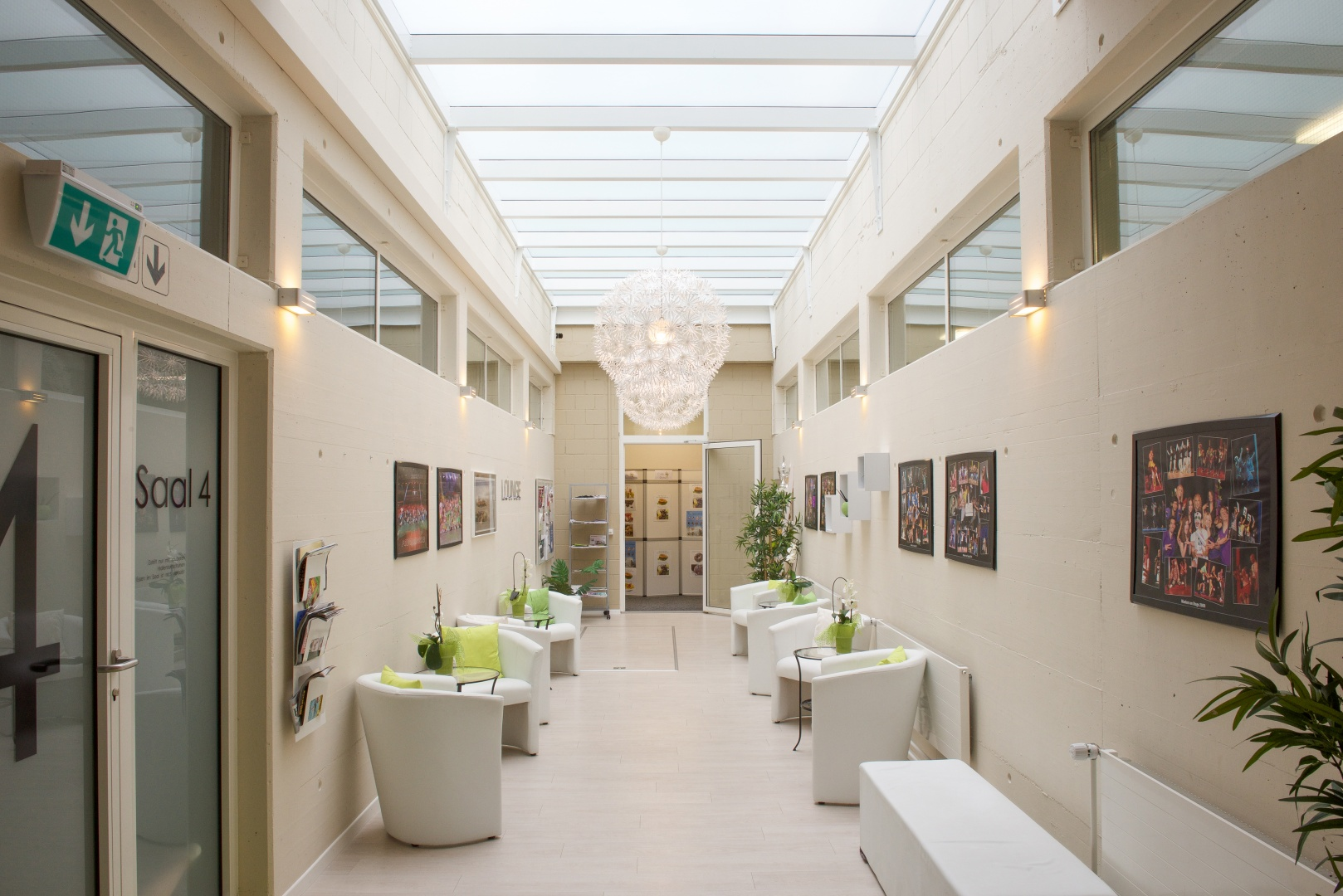 Lounge mit Glasdach © Reto Meier, Kirchberg