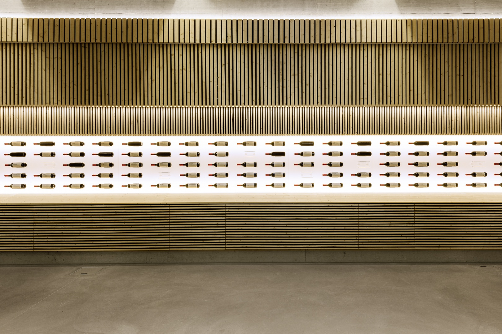Ausstellung lokaler Weine © Peter Hebeisen, Zürich