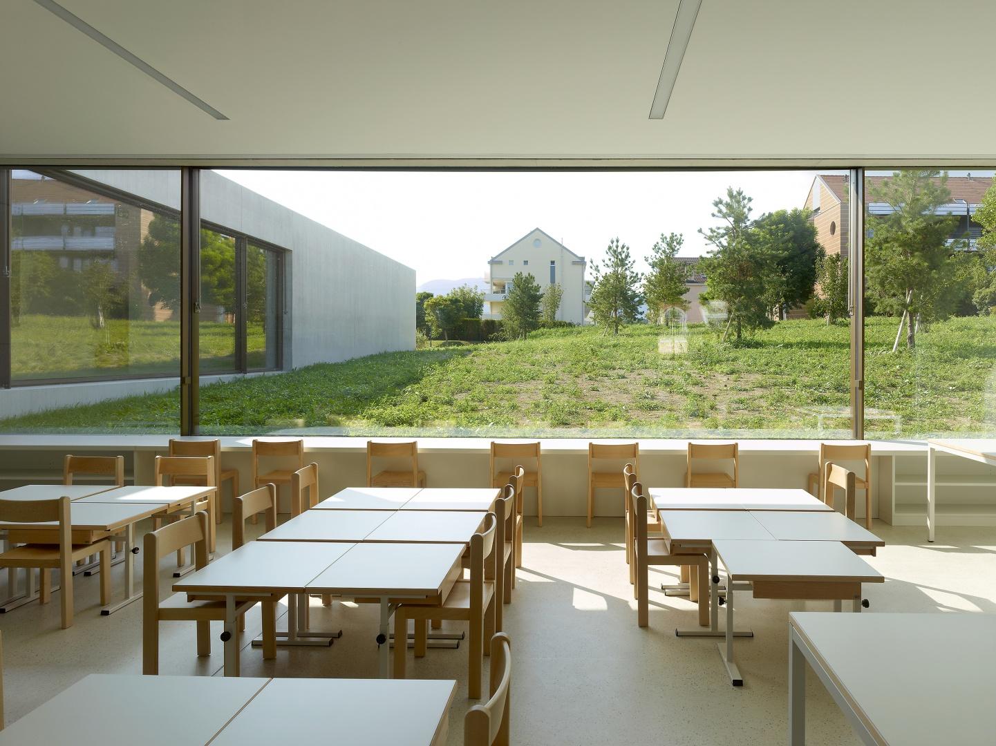 Klassenraum mit Gartensicht  © Thomas Jantscher