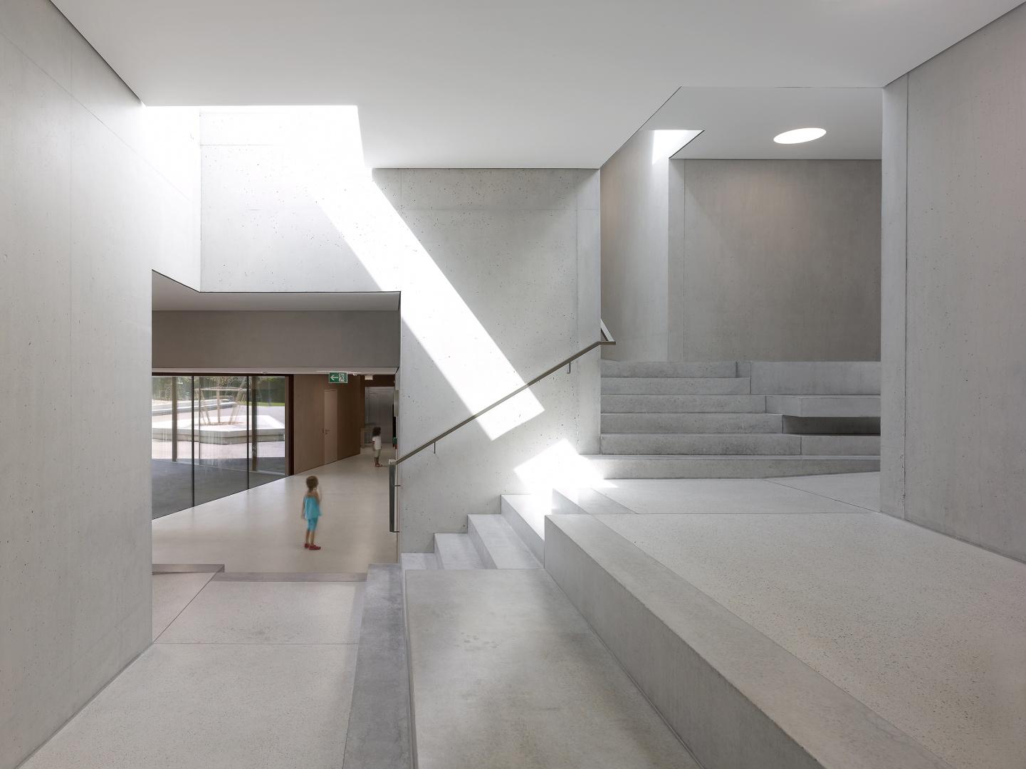 espace escalier central © Thomas Jantscher