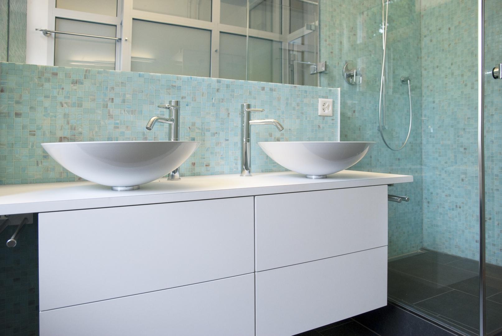 Bad / Dusche EG / OG © eob.ch / Art Design Architektur