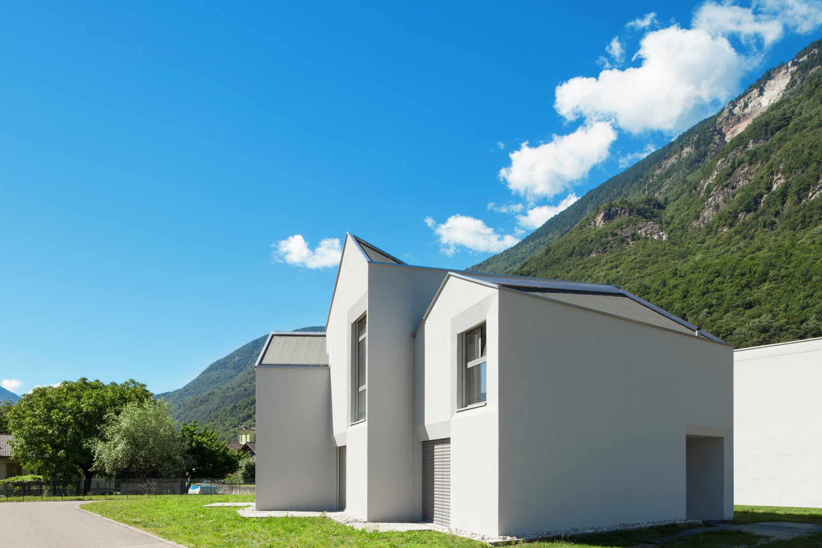 Ansicht Nord Strassenseite  © Alexandre Zveiger, Lugano, CH
