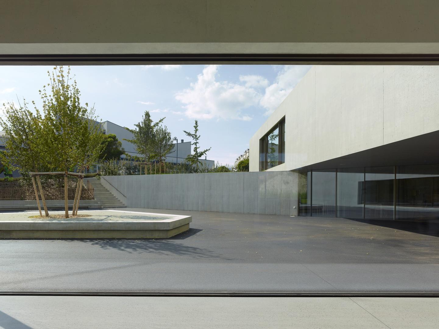 préau d'école depuis l'intérieur © Thomas Jantscher