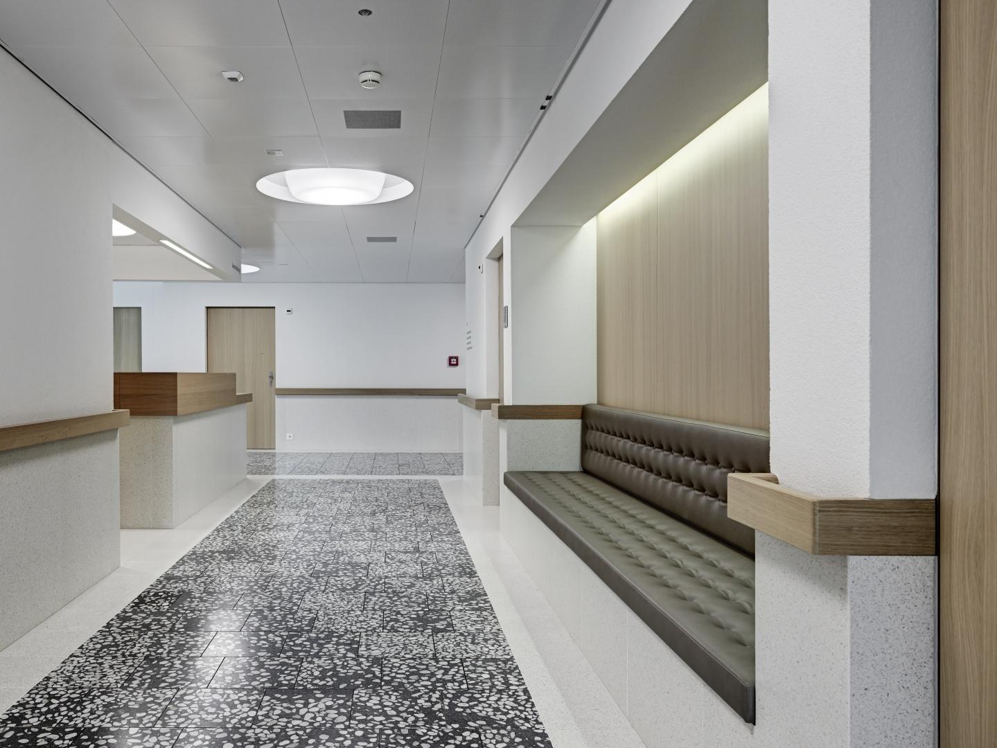 Obergeschoss Anmeldung mit Sitznische  © Roger Frei