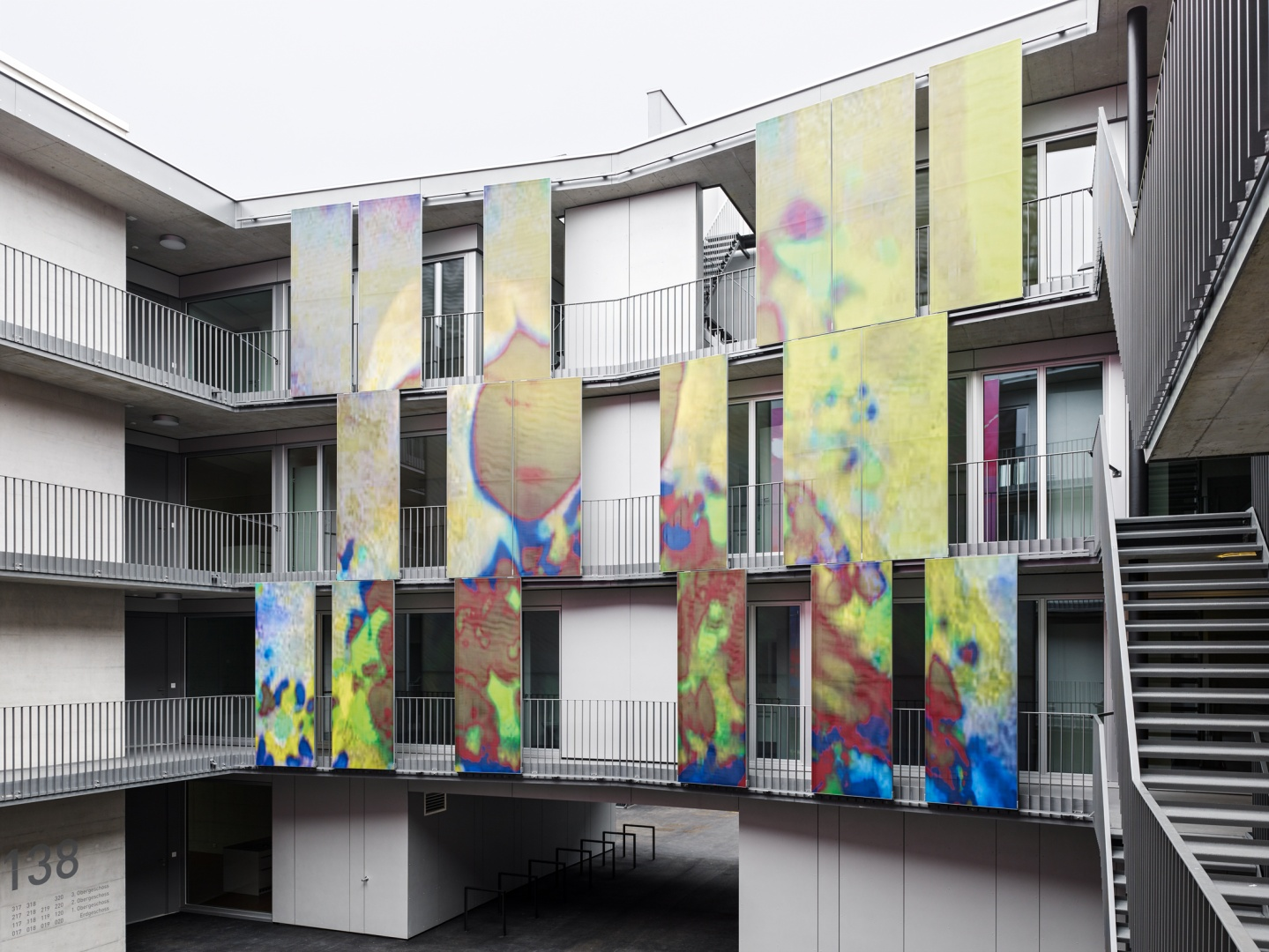 Hof - Schiebeelemente  © Georg Aerni, Sihlquai 268, 8005 Zürich