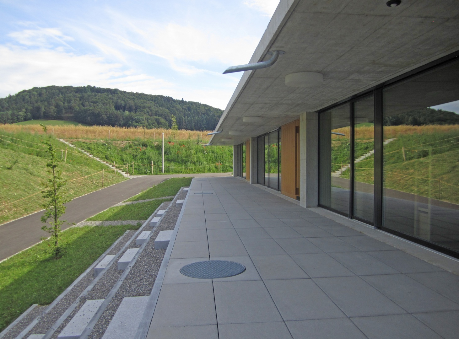 Vorplatz Kindergärten © Hopf & Wirth Architekten, Rychenbergstrasse 2,  8400 Winterthur