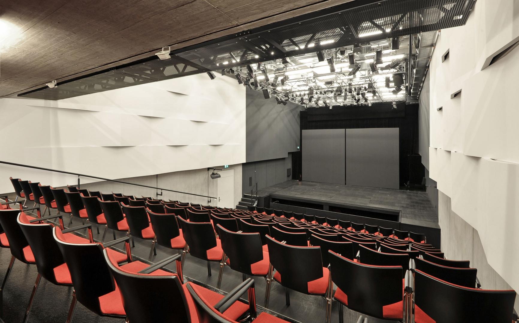 Theaterbühne © Lili Kehl