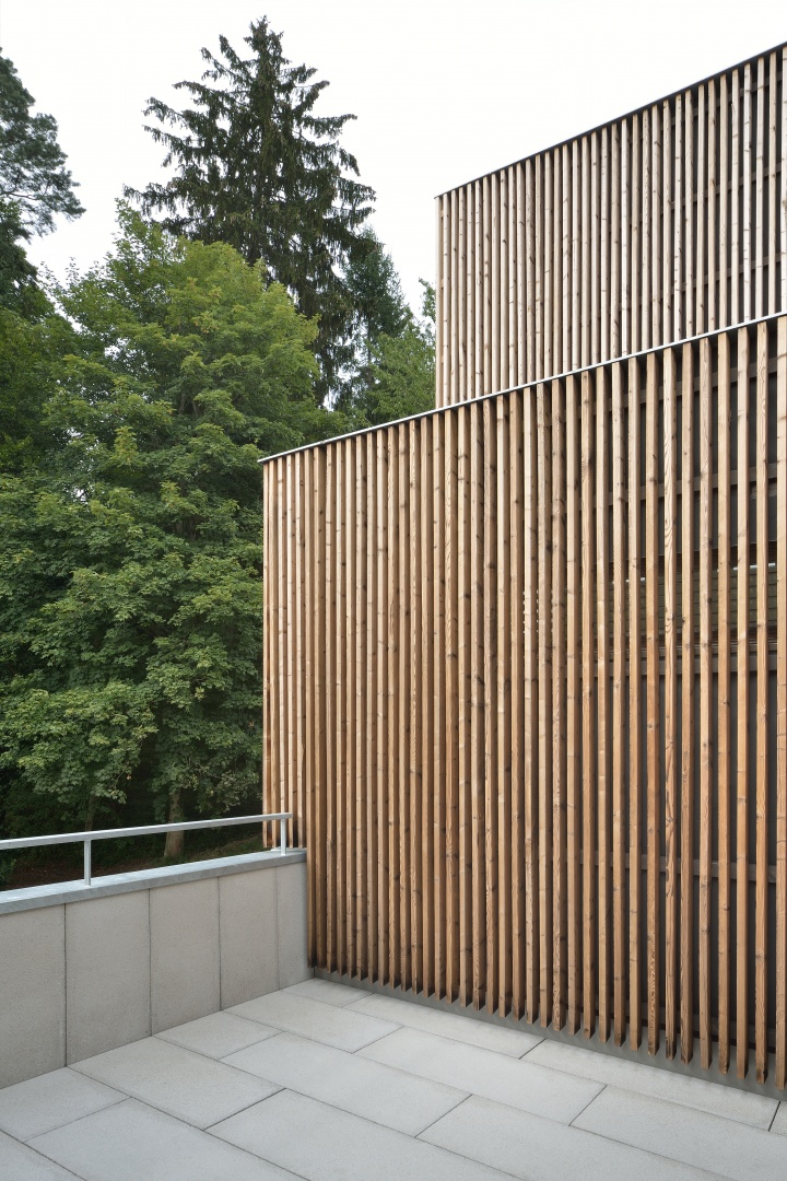 Hinterlüftete, vertikale Fichtenholzverkleidung  © Sabrina Scheja, Berneckerstrasse 215, CH-9435 Heerbrugg