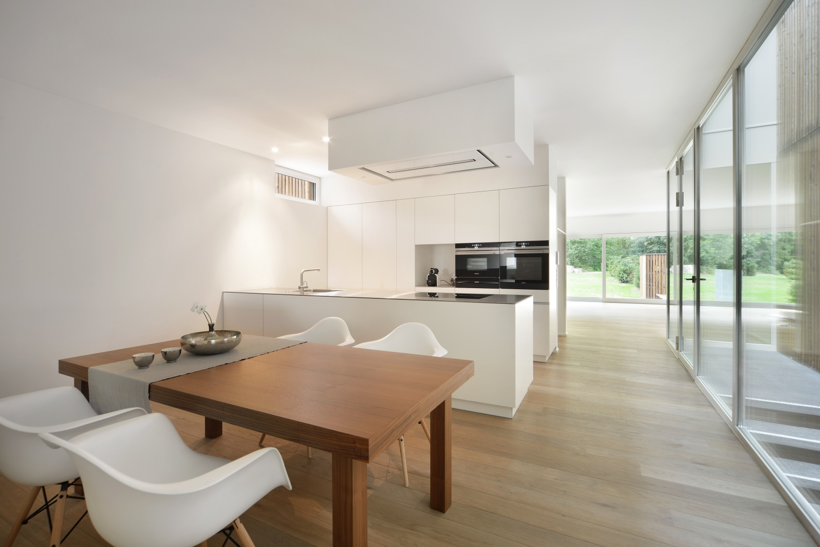 Küche mit Esszimmer am Lichthof © Sabrina Scheja, Berneckerstrasse 215, CH-9435 Heerbrugg