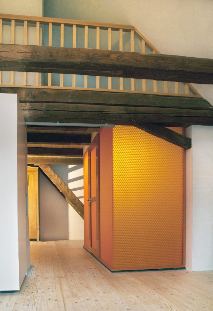 Galerie, links Schrank, rechts Sanitär-Box © eob