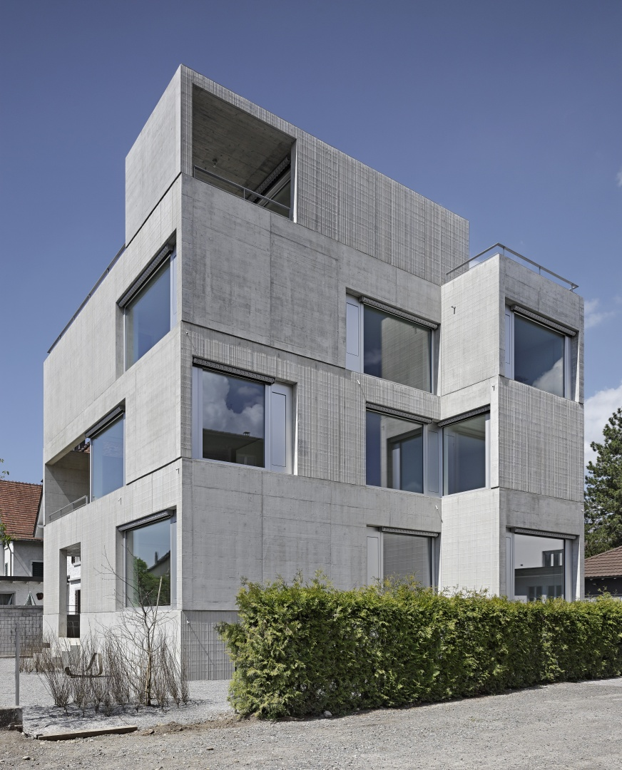 Aussensituation - markante Sichtbetonfassade © Roger Frei, Zürich