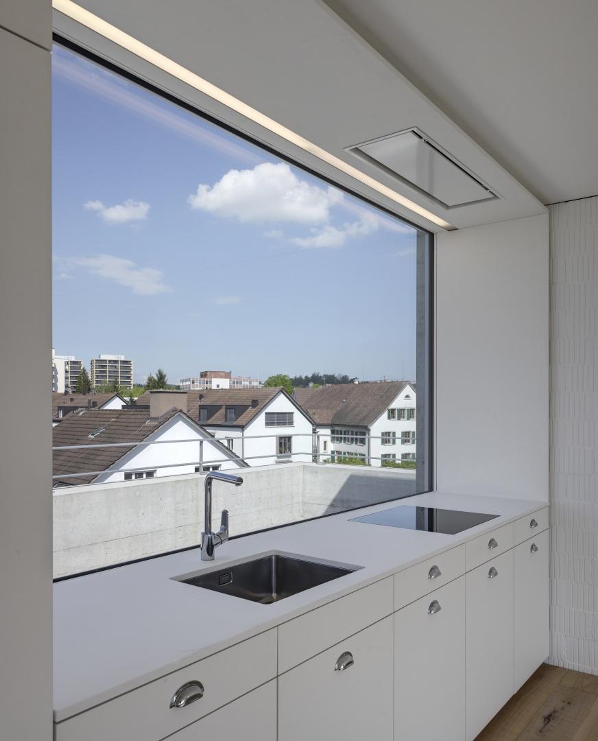 Küche mit Aussicht im Dachgeschoss  © Roger Frei, Zürich