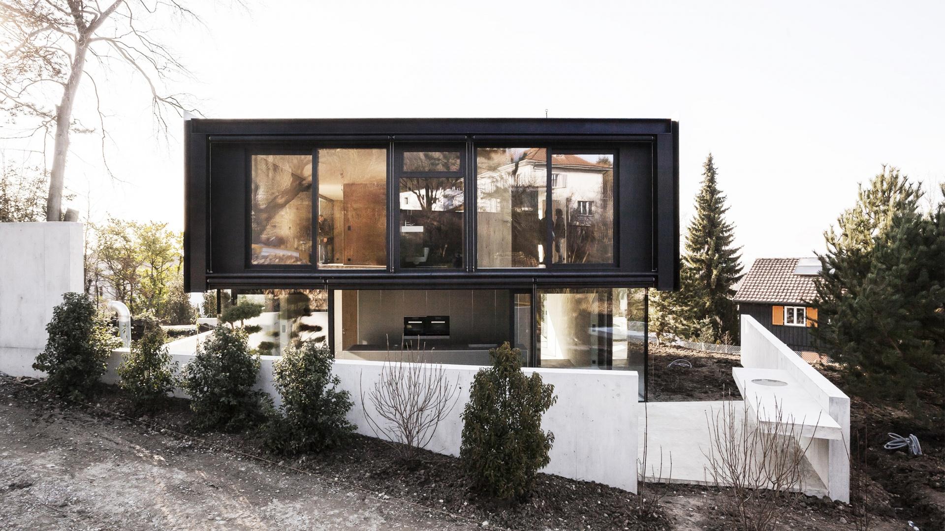 Holzvolumen auf dem Betonkörper  © Eik Frenzel