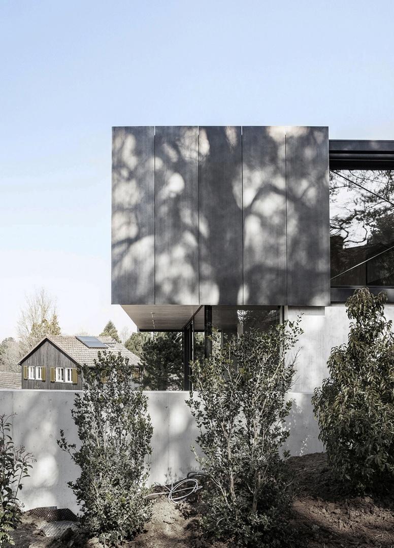 Gestaffelte Ansicht Stützmauer und Haus © Eik Frenzel