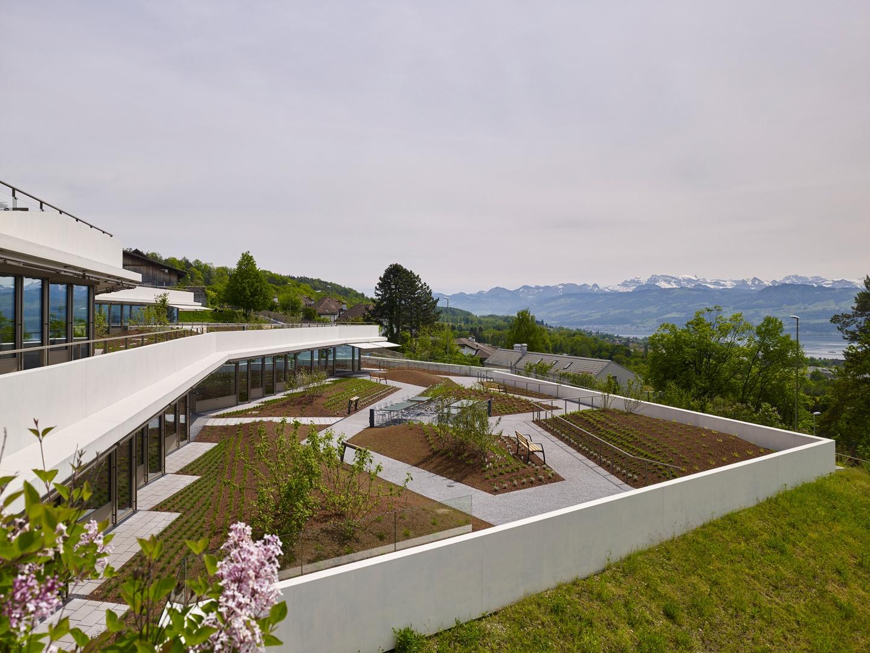 Einbettung der Klinik in Topografie © Roland Bernath, Fotografie Architektur, Zürich