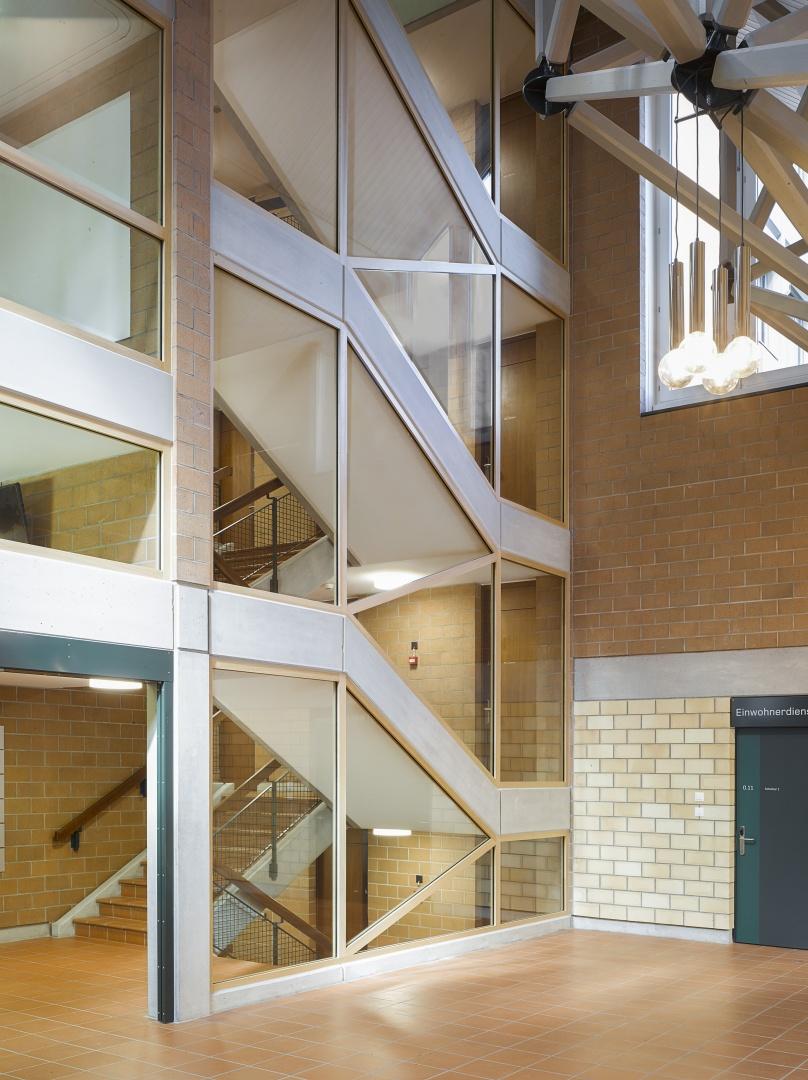 Treppenhaus mit Brandschutzverglasung © Lukas Murer