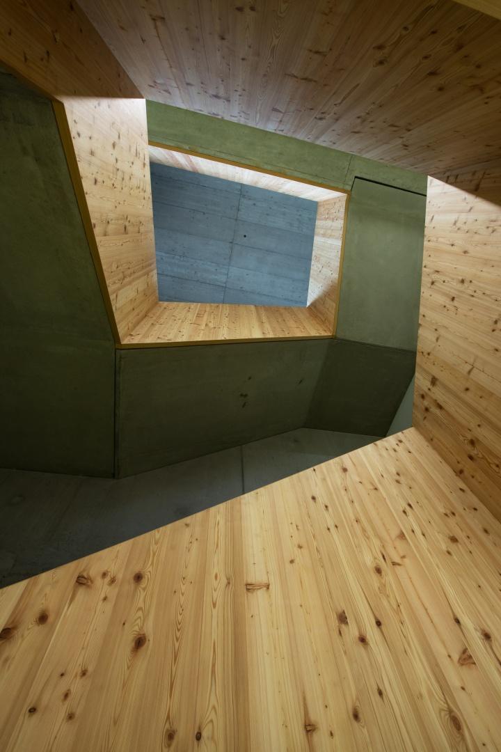 Treppe von unten © CAS GRUPPE AG
