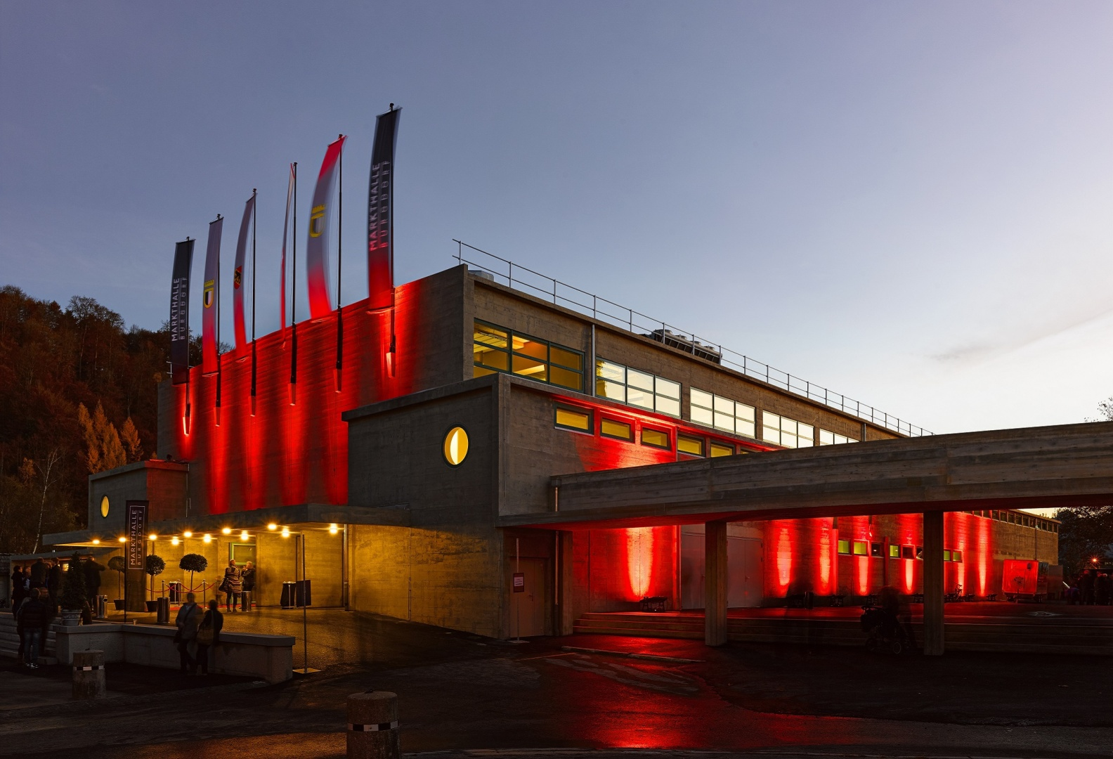 Markthalle, Fassade Nord bei Nacht © Manuel Stettler, Fotograf, Burgdorf