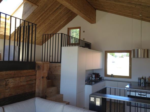Wohnbereich mit Galerie im Neubau 'Stall'