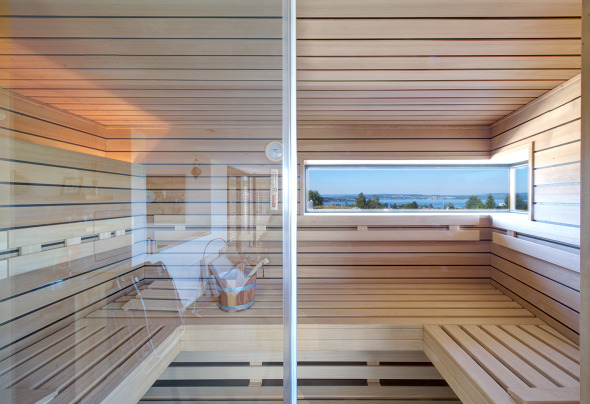 Attika. Sauna Seeblick und umlaufende Dachterrasse © Inka Reiter