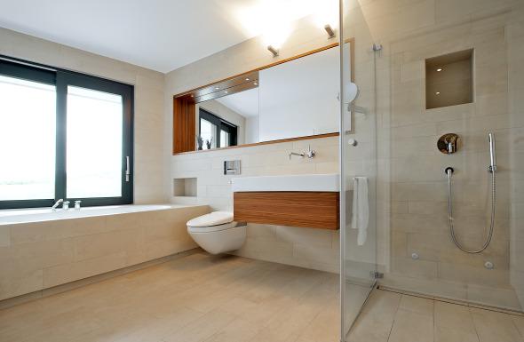 EG. Master Bad Badewanne mit Ausblick  © Inka Reiter