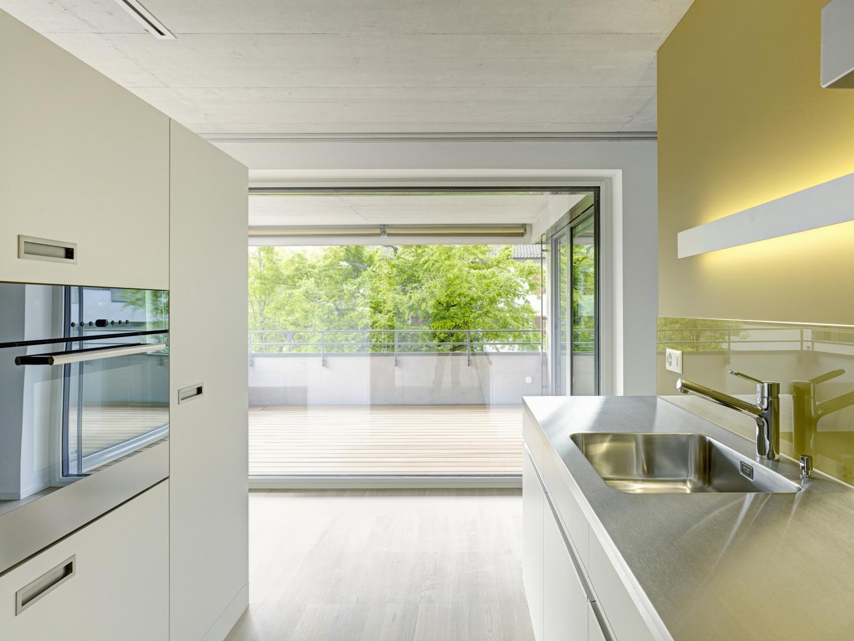 Küche mit Blick auf Terrasse © Jürg Zimmermann, Malzstrasse 13, 8045 Zürich