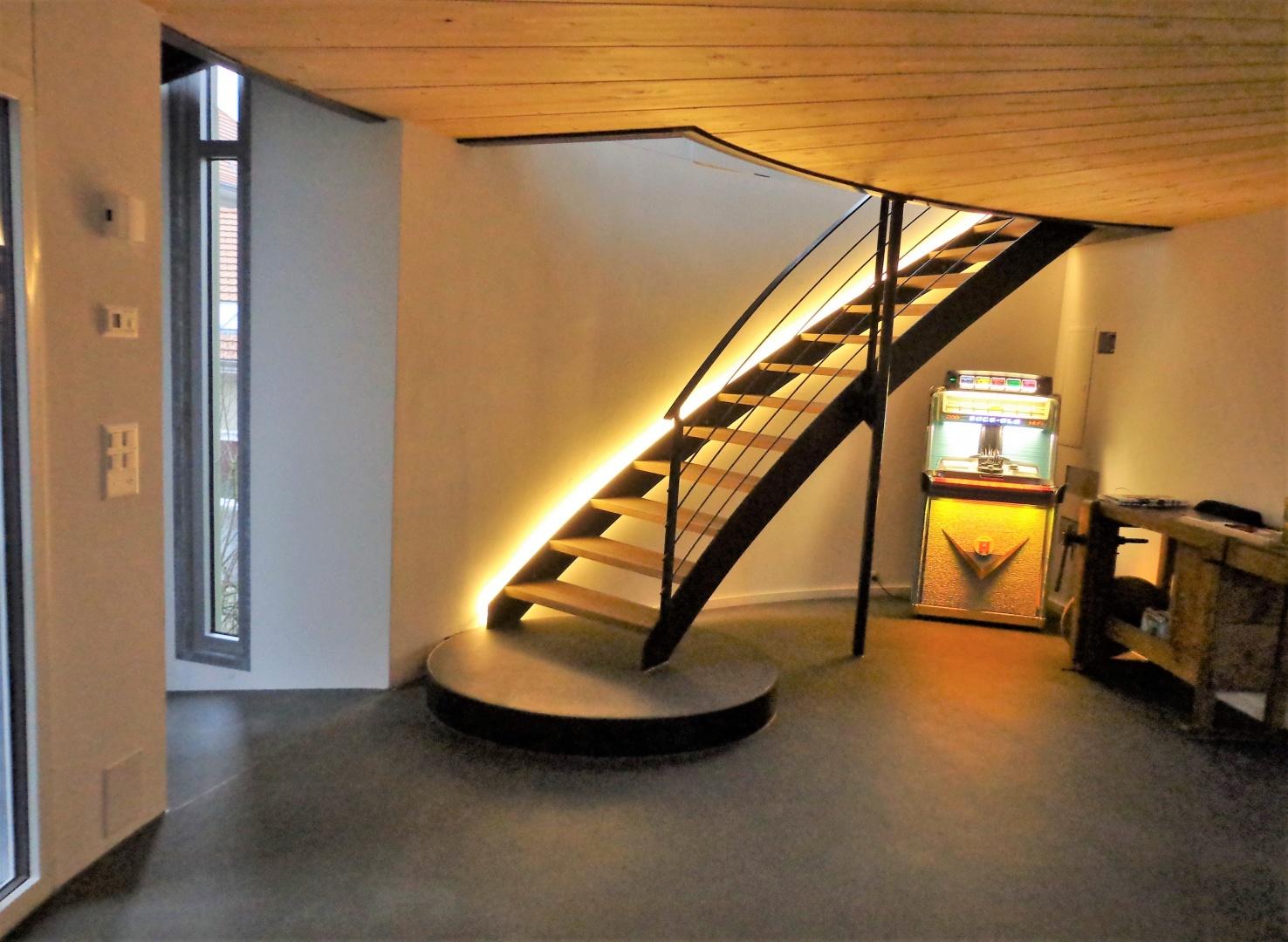 Escalier vers étage mansardé © Fred Wittwer